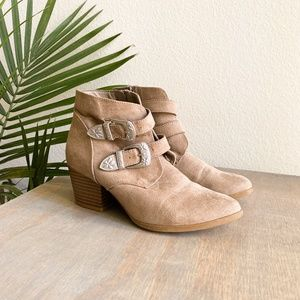 christian siriano / western buckle taupe booties